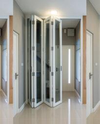 Drzwi wewnętrzne harmonijkowe